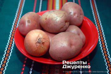 Як приготувати Картопляні драники. Крок 2: картопля і цибуля