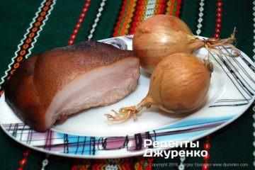 Як приготувати Картопляні драники. Крок 4: цибуля і шпик