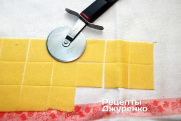 Як приготувати Гарганеллі, домашня паста. Крок 10: квадратики тіста