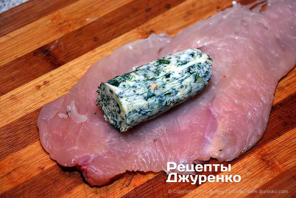 Как приготовить Котлета по-киевски. Шаг 12: начинка завернутая в филе