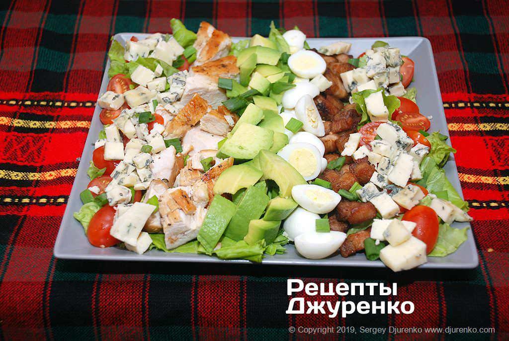 Як приготувати Салат кобб. Крок 16: авокадо та сир