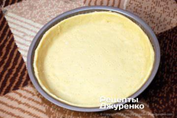 Як приготувати Грушевий пиріг. Крок 16: тісто на формі