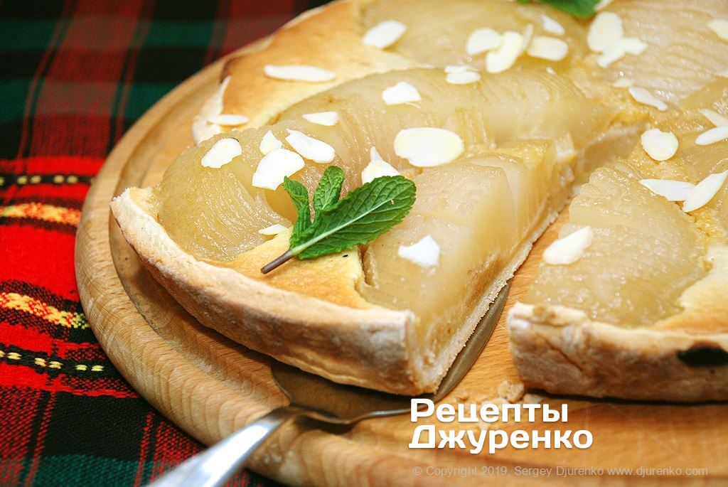 Фото готового рецепту грушевий пиріг в домашніх умовах