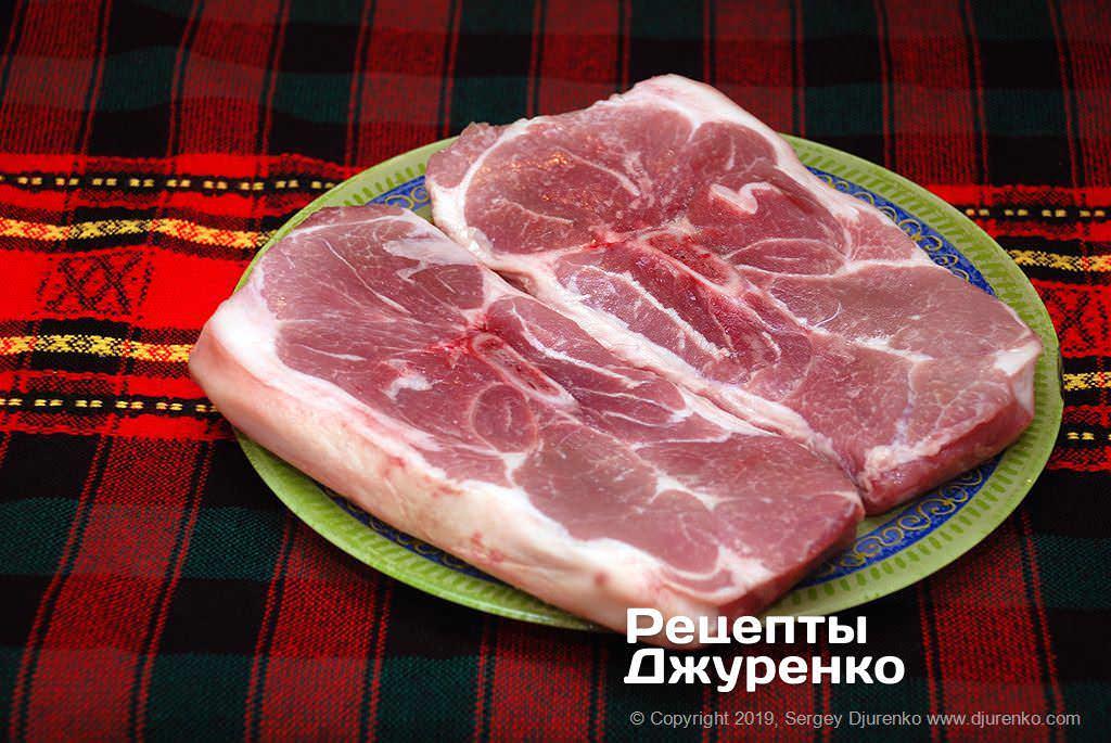Як приготувати Свинина запечена в духовці. Крок 2: свинячий окіст з кісточкою
