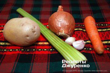 Как приготовить Грибной суп-пюре. Шаг 2: овощи для бульона