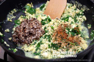 Как приготовить Цзяоцзы, китайские пельмени. Шаг 8: зелень и грибы в начинке