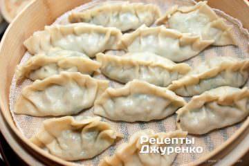 Как приготовить Цзяоцзы, китайские пельмени. Шаг 22: пельмени в пароварке