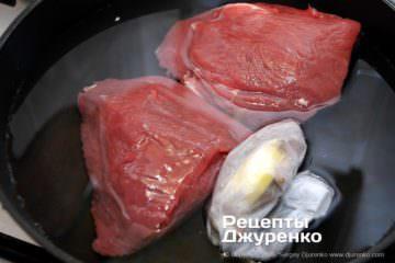 Крок 2: зварити м'ясо зі спеціями до готовності
