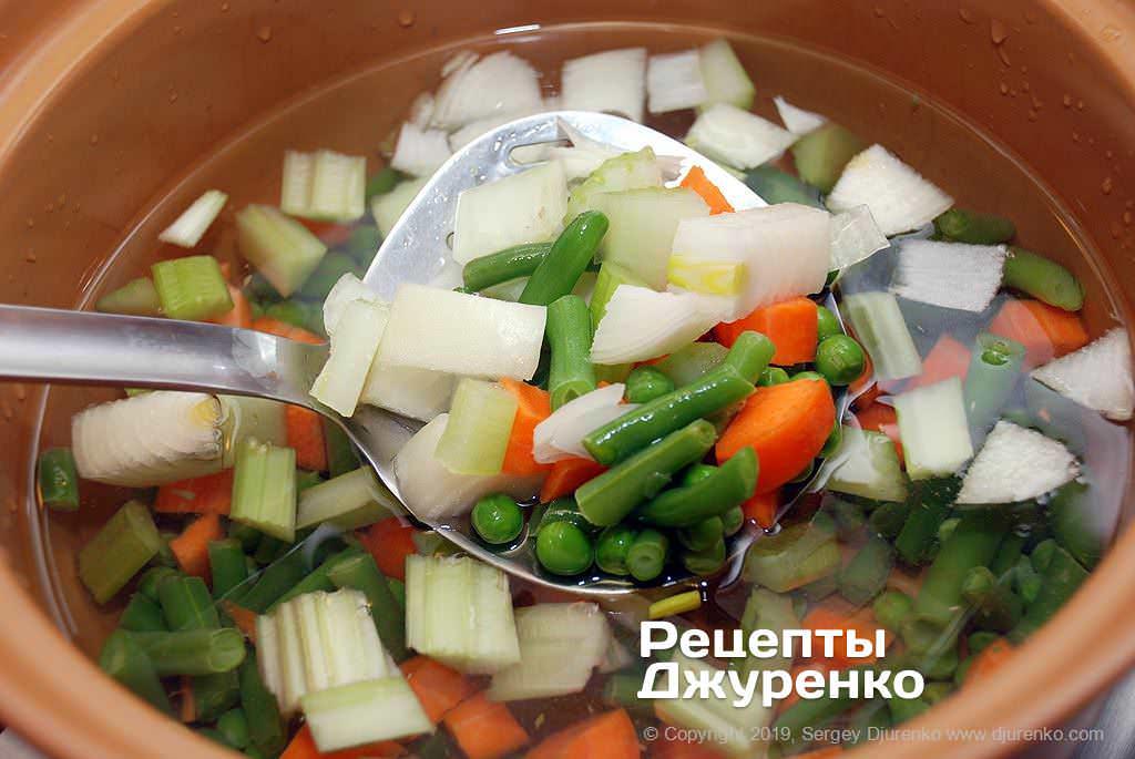 Как приготовить Минестроне. Шаг 4: овощной бульон