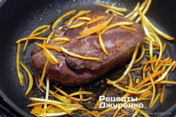 Как приготовить Утка в апельсиновом соусе. Шаг 8: цедра апельсина