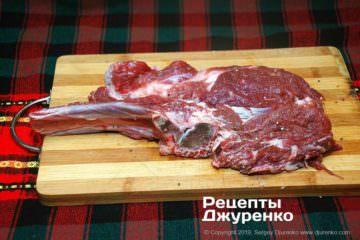Как приготовить Антрекот из говядины. Шаг 2: мясо с косточкой