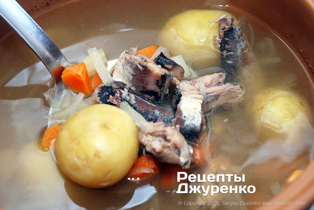 Добавить в суп рыбные консервы.