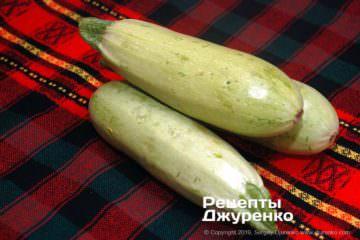 Як приготувати Кабачки смажені в клярі. Крок 2: молоді кабачки