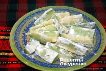 Як приготувати Кабачки смажені в клярі. Крок 8: кабачки в борошні