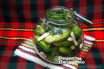 Крок 2: зелень в банці для засолювання