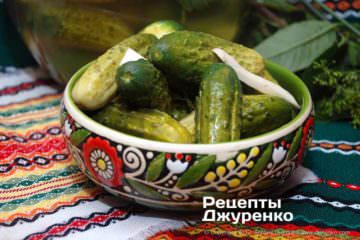 Готова страва малосольні огірки