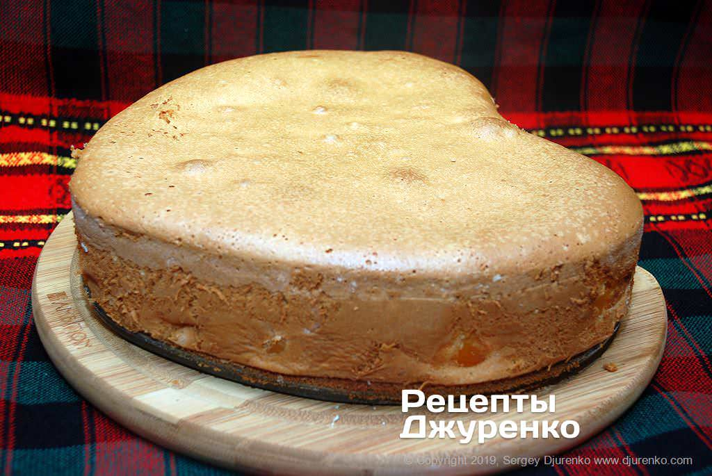 Пиріг повинен підрум'янитися.