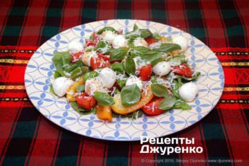 Фото рецепта салат с моцареллой