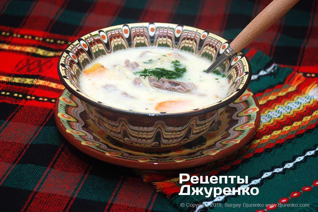 Готова страва Бульйон з індички з овочами і яєчно-кисломолочною заправкою.
