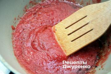 Шаг 4: томатное пюре