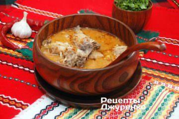 Готова страва суп на яловичому бульйоні