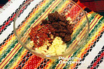 Шаг 3: чеснок и имбирь для соуса