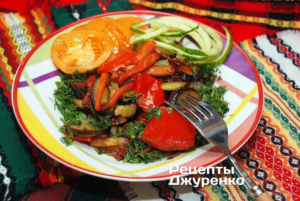Готова страва Смажені овочі - овочевий гарнір або вегетаріанська страва.