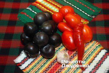 Шаг 1: сливы и помидоры для соуса