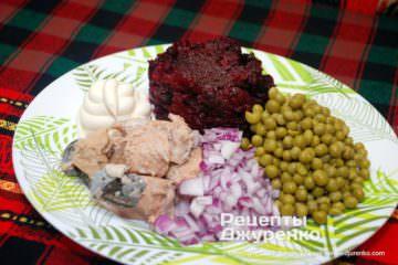 Шаг 4: салат с консервированным лососем