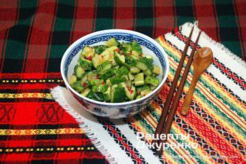 Фото рецепта салат из огурцов по-китайски – битые огурцы