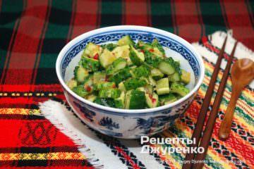 Готова страва салат з огірків