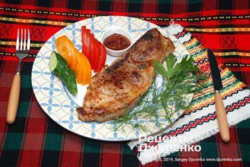 Готовое блюдо стейк из свинины