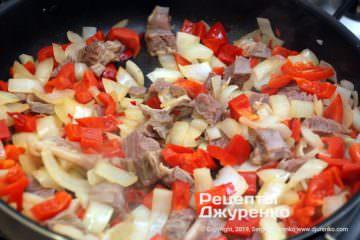 Шаг 3: обжарить мясо из бульона