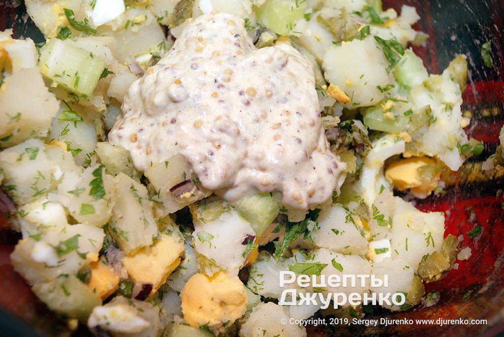 Шаг 7: замешать салат в миске