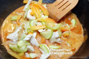 Шаг 4: соус с курицей и овощами
