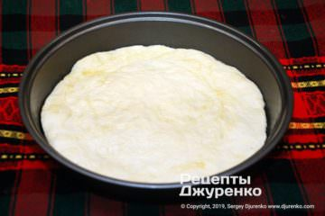 Крок 4: готове тісто на формі для піци