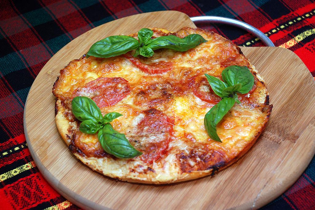 Піца на бездріжджовому тісті.