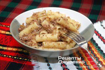 Готова страва макарони по-флотськи