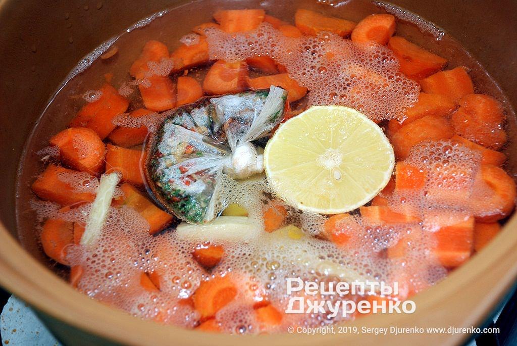 Специи в супе.