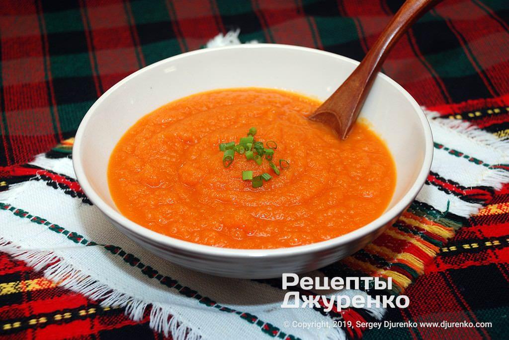 Морковный суп. Вегетарианское блюдо.