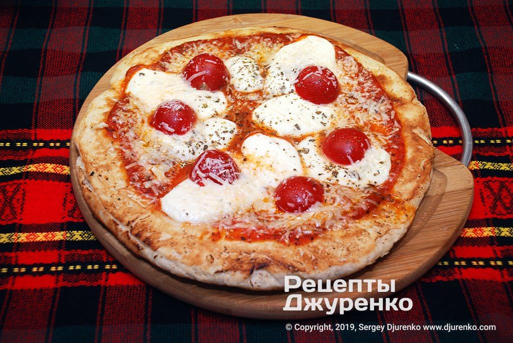 Випечена піца.