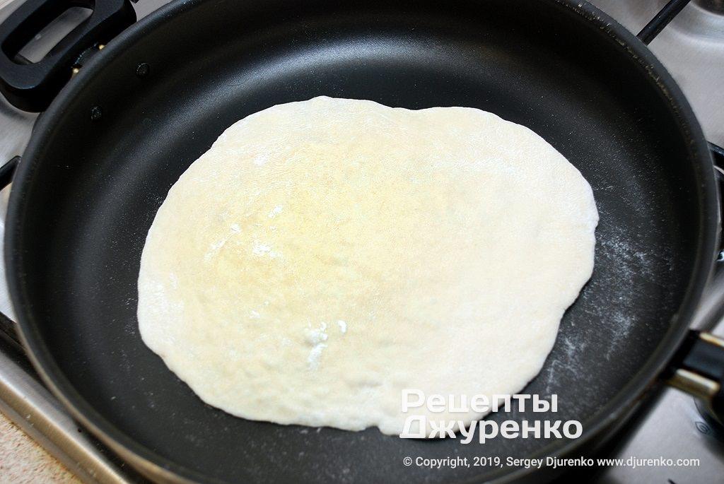 Тесто на сковороде.