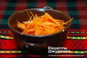 Шаг 2: натертая морковка