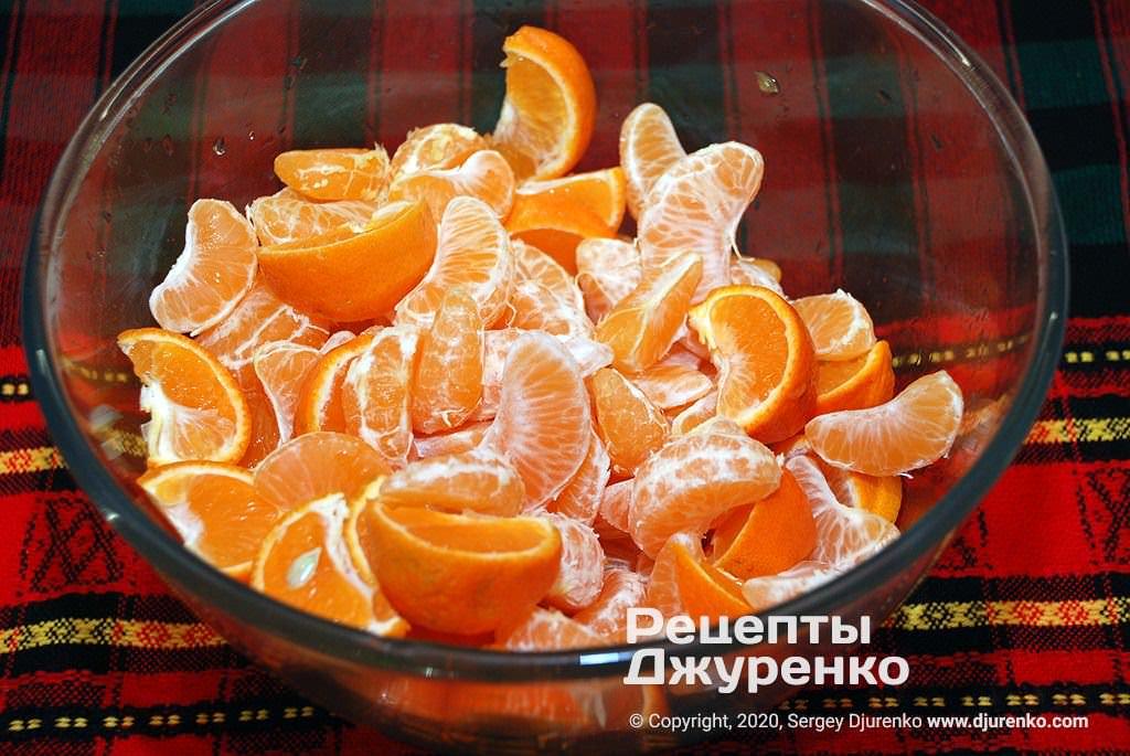 Часточки фруктів.