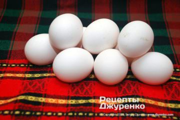 Шаг 1: куриные яйца