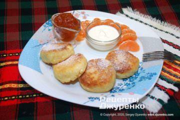 Готовое блюдо сырники с манкой