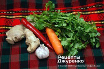 Шаг 2: овощи и зелень для салата