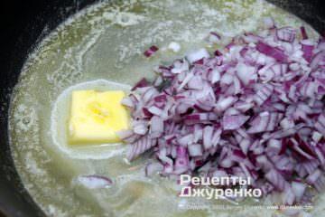 Шаг 2: лук жареный в масле