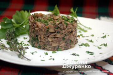 Готовое блюдо жареные шампиньоны с луком