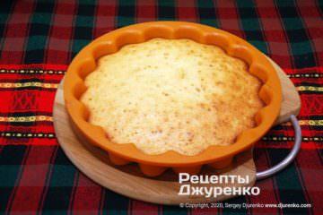 Крок 4: випечений пиріг у формі